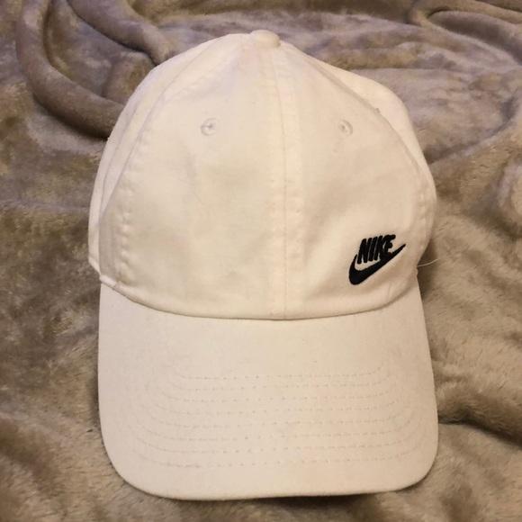 4cf2dbc7439 Women s Nike hat. M 5bd7b7b8a31c3305a3434844. Other Accessories ...